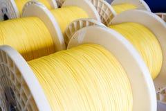 Grupo de carretéis de cabo de fibra ótica fotos de stock