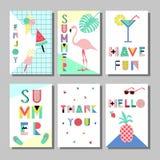 Grupo de cartões brilhante do estilo de memphis do verão Projeto com alimento geométrico dos elementos Foto de Stock