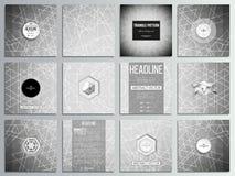 Grupo de 12 cartões criativos, projeto quadrado do molde do folheto Geometria sagrado, fundo do cinza do projeto do triângulo Sum Imagens de Stock Royalty Free