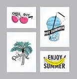 Grupo de cartões tirados mão com rotulação inscrição: Aprecie o verão, paraíso, verão quente, refrigere-o para fora postcards ilustração stock