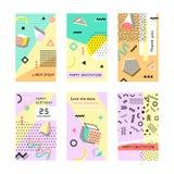 Grupo de cartões universais criativos memphis Elementos geométricos na moda Casamento, aniversário, partido, bandeira, cartaz, ca Imagens de Stock