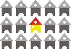 Grupo de casas dispuestas en la formación de la fila Fotos de archivo libres de regalías