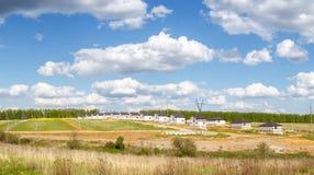 Grupo de casas no campo Imagem de Stock Royalty Free