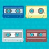 Grupo de cassetes de banda magnética em um estilo liso ilustração royalty free