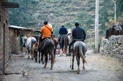 Grupo de cavaleiros em Canta uma cidade ao norte de Lima - Peru fotografia de stock royalty free