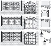Grupo de cercas feitas do ferro, portas, quadros indicadores, lan Foto de Stock Royalty Free
