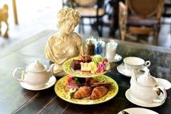 Grupo de chá alto inglês da tarde fotografia de stock royalty free