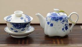 Grupo de chá azul e branco da porcelana imagens de stock royalty free