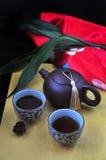 Grupo de chá chinês no fundo dourado Imagem de Stock