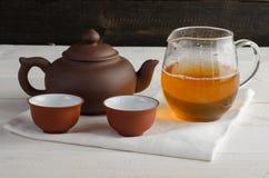 Grupo de chá no fundo de madeira Fotografia de Stock