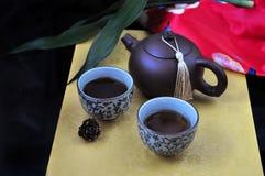 Grupo de chá quente no fundo dourado Fotografia de Stock