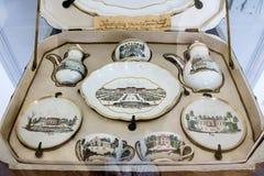 Grupo de chá de viagem encaixotado da porcelana fotos de stock