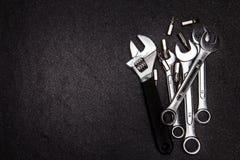 Grupo de chave de aço inoxidável no fundo branco com spac do texto Imagem de Stock Royalty Free