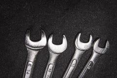 Grupo de chave de aço inoxidável no fundo branco com spac do texto Fotos de Stock
