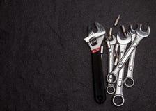 Grupo de chave de aço inoxidável no fundo branco com spac do texto Fotografia de Stock Royalty Free