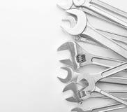 Grupo de chaves inglesas e de chaves de parafuso foto de stock