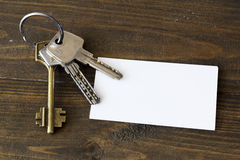 Grupo de chaves na tabela Imagem de Stock Royalty Free