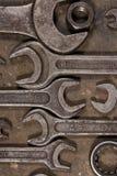 Grupo de chaves no assoalho lubrificado da garagem Fotografia de Stock