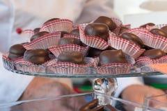 Grupo de chocolate de enchimento na bandeja de vidro Imagem de Stock