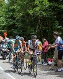 Grupo de ciclistas en Col du Granier Fotos de archivo