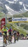 Grupo de ciclistas en Col du Lautaret Fotos de archivo libres de regalías