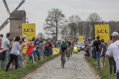 Grupo de ciclistas - París-Roubaix 2018 Imágenes de archivo libres de regalías
