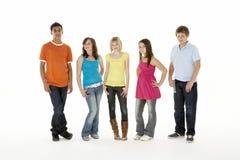 Grupo de cinco crianças novas no estúdio Imagem de Stock Royalty Free
