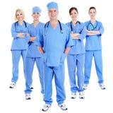 Grupo de cirurgiões de riso bem sucedidos fotografia de stock