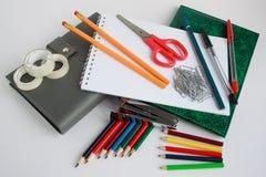 Grupo de close up dos artigos de papelaria da escola e do escritório Fotografia de Stock Royalty Free