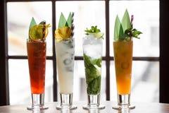 Grupo de cocktail e de refrescos fotografia de stock royalty free