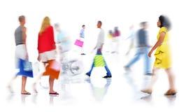 Grupo de compra ocupada diversa dos povos imagens de stock royalty free