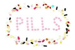 Grupo de comprimidos coloridos com a palavra dos comprimidos isolada Imagens de Stock Royalty Free