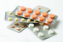 Grupo de comprimidos em um pacote de bolha plástico Fotografia de Stock Royalty Free