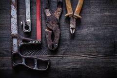 Grupo de conceito da construção dos alicates do fio-cortador do handsaw do vintage Fotos de Stock Royalty Free