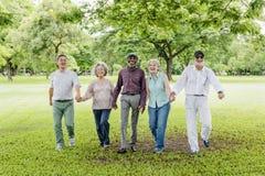 Grupo de conceito superior da felicidade dos amigos da aposentadoria fotos de stock
