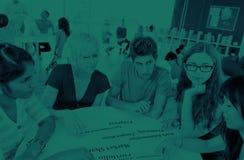 Grupo de concepto de University Brainstorming Discussion del estudiante foto de archivo libre de regalías