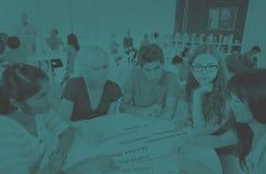 Grupo de concepto de University Brainstorming Discussion del estudiante fotografía de archivo