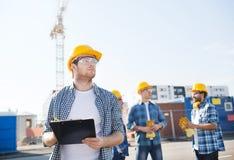 creativo Aire Lavanderia Al Libre : ... constructores en cascos de protecci?n al aire libre Imagen de archivo