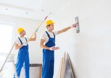 Grupo de construtores com ferramentas dentro Imagens de Stock Royalty Free