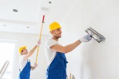 Grupo de construtores com ferramentas dentro Fotografia de Stock Royalty Free