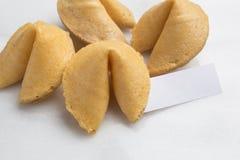 Grupo de cookie de fortuna com papel vazio da fortuna Imagem de Stock