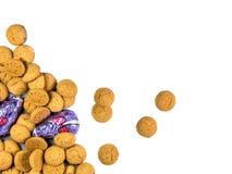 Grupo de cookies de Pepernoten e de ratos espalhados do chocolate Fotos de Stock