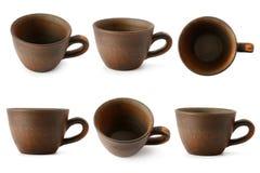 Grupo de copos cerâmicos com ângulos de câmera diferentes isolados no whi Foto de Stock
