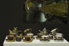 Grupo de copos folheados a ouro exclusivos imagem de stock