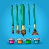 Grupo de cor de cinco escovas diferentes para a pintura e as quatro cores em uns frascos pequenos com tampas Imagens de Stock Royalty Free