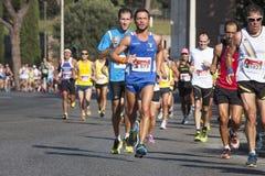 Grupo de corredores en el camino (el hambre corre 2014, FAO/WFP) Fotos de archivo