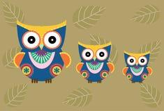 Grupo de corujas no fundo marrom, ilustrações dos desenhos animados do vetor Fotos de Stock Royalty Free