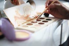 Grupo de cosméticos decorativos no boudoir Foto de Stock Royalty Free