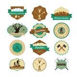 Grupo de crachás do acampamento das madeiras do vintage e de emblemas do curso Fotografia de Stock