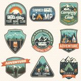 Grupo de crachás do acampamento de verão Vetor Conceito para a camisa ou o logotipo, a cópia, o selo, o remendo ou o T ilustração royalty free